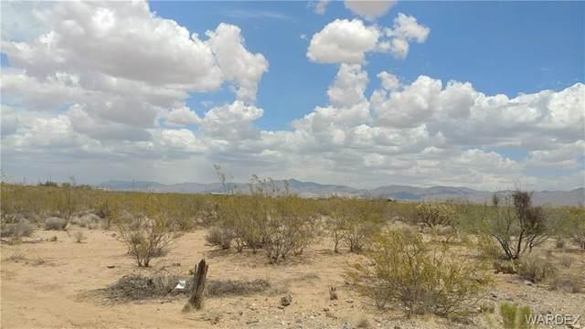 5043 W Macayo Drive, Golden Valley, AZ 86413 (MLS #978372) :: The Lander Team