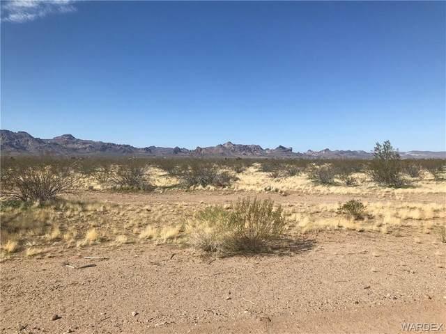 5382 W Imperial Drive, Golden Valley, AZ 86413 (MLS #980408) :: The Lander Team