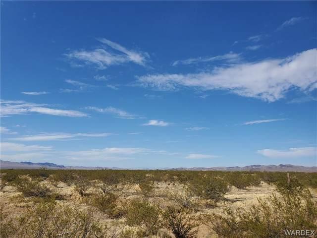 5930 W Encanto Drive, Golden Valley, AZ 86413 (MLS #981469) :: The Lander Team