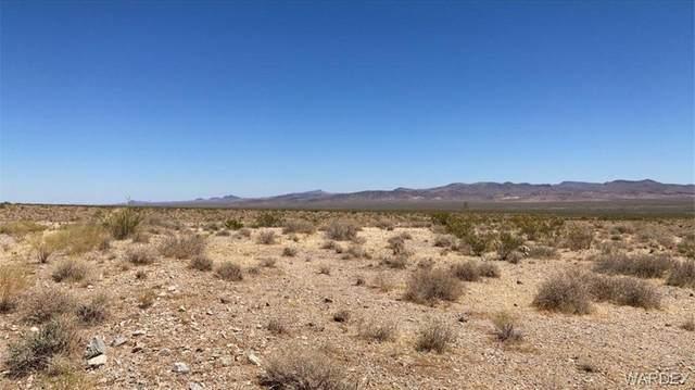 5851 S Peoria Trail, Golden Valley, AZ 86413 (MLS #981567) :: The Lander Team