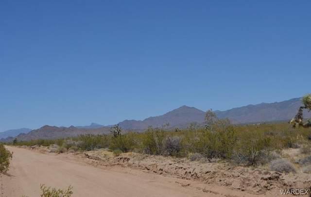 000 Glimpse, Yucca, AZ 86438 (MLS #981889) :: AZ Properties Team | RE/MAX Preferred Professionals