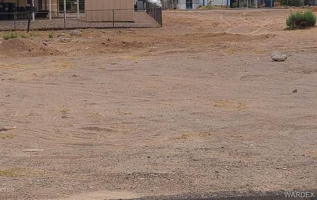 1920 Riverside Drive, Bullhead, AZ 86442 (MLS #983953) :: The Lander Team