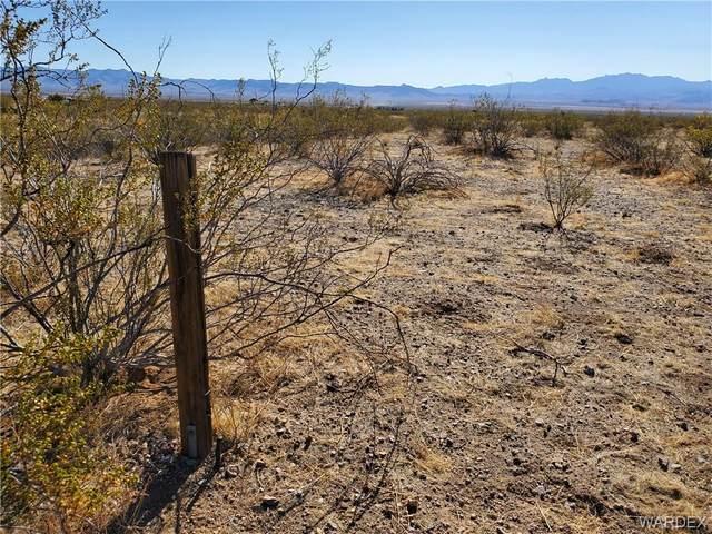 2820 S Yaqui Road, Golden Valley, AZ 86413 (MLS #984046) :: AZ Properties Team | RE/MAX Preferred Professionals