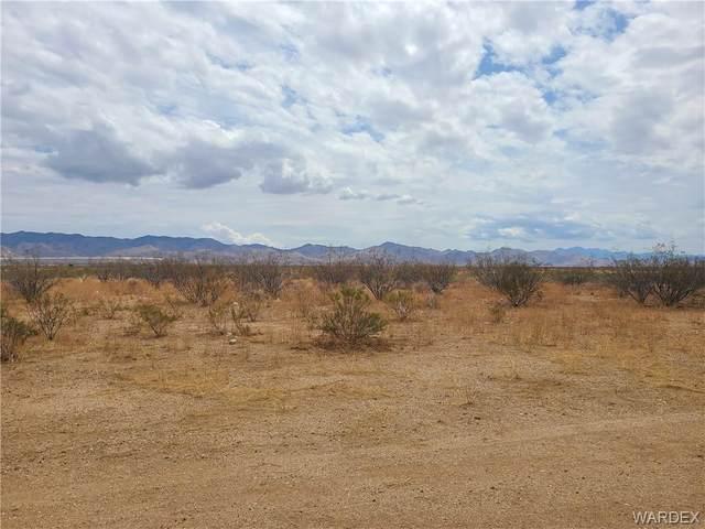 0000 Horse Mesa Dr, Golden Valley, AZ 86413 (MLS #984212) :: The Lander Team