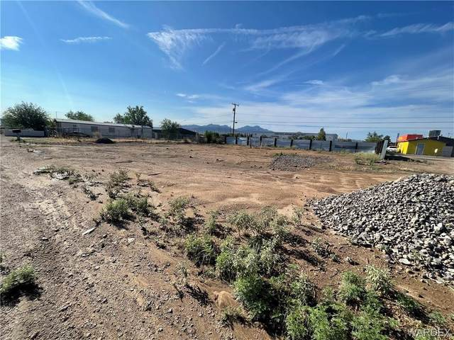 2640 E Butler Avenue, Kingman, AZ 86409 (MLS #984340) :: The Lander Team