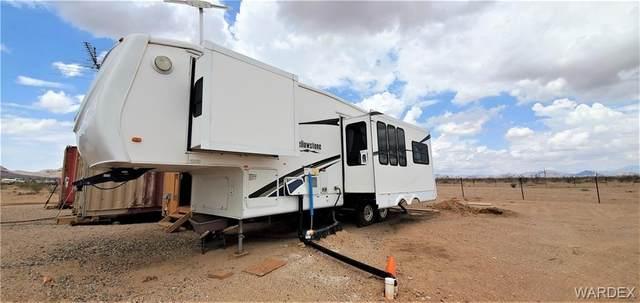 1404 S Egar Road, Golden Valley, AZ 86413 (MLS #984556) :: The Lander Team