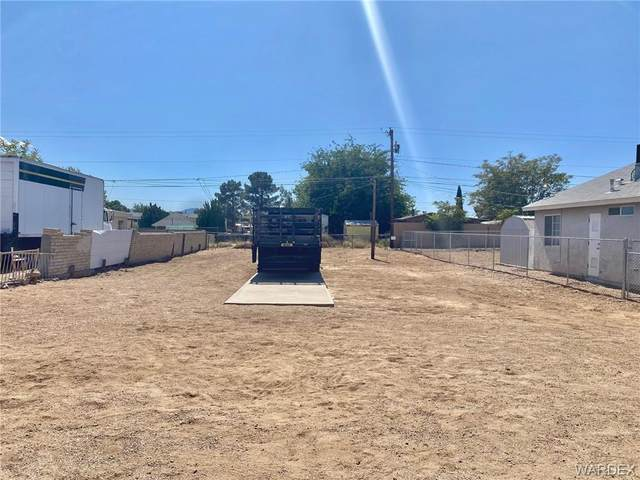 2304 E Lass Avenue, Kingman, AZ 86409 (MLS #986299) :: The Lander Team