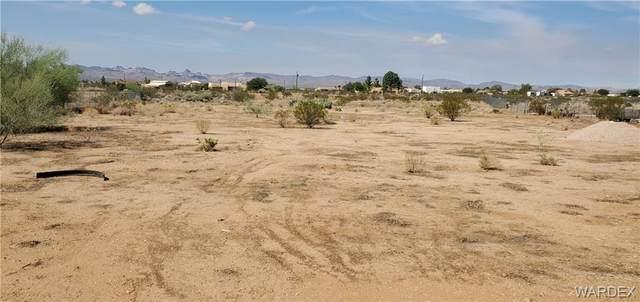 975 S San Pedro Road, Golden Valley, AZ 86413 (MLS #986674) :: The Lander Team