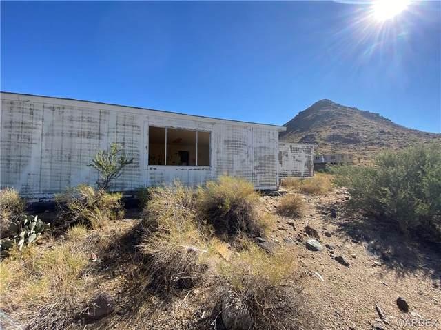 3363 E Smoketree Circle, Golden Valley, AZ 86413 (MLS #986698) :: The Lander Team