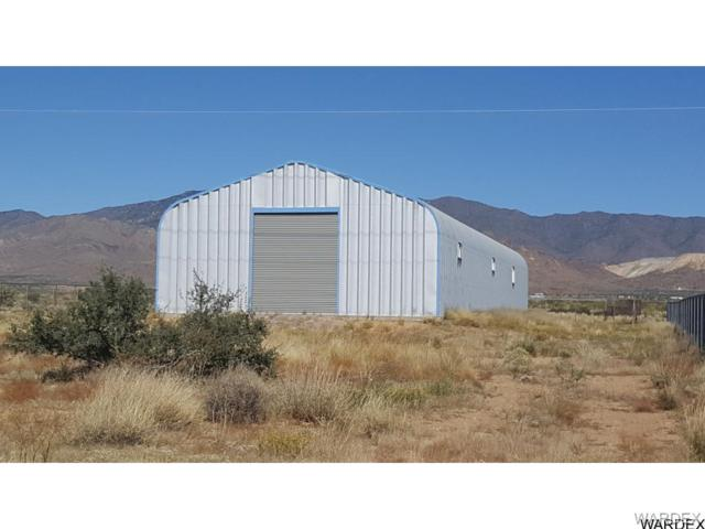 7215 N Us Highway 93, Golden Valley, AZ 86413 (MLS #940181) :: The Lander Team