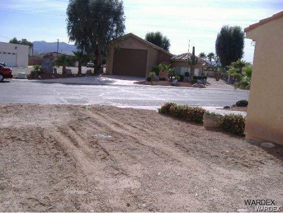 2826 Camino Del Rio, Bullhead, AZ 86442 (MLS #956000) :: The Lander Team
