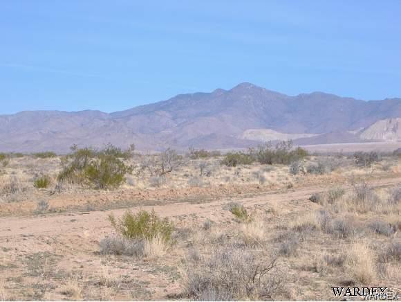 0000 Estrella, Golden Valley, AZ 86413 (MLS #958434) :: The Lander Team