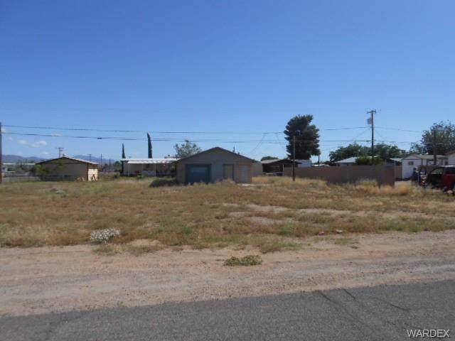 2580 Northfield Avenue, Kingman, AZ 86409 (MLS #958544) :: The Lander Team