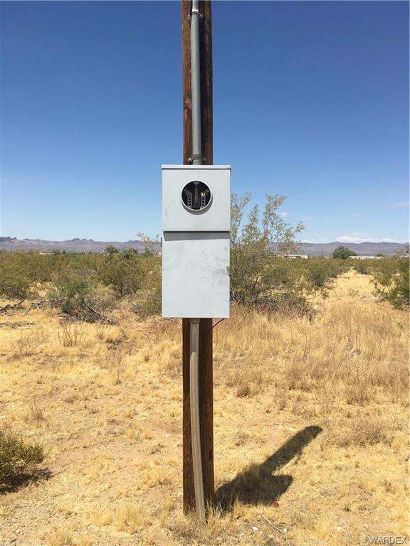 3847 N Avra Road, Golden Valley, AZ 86413 (MLS #959727) :: The Lander Team