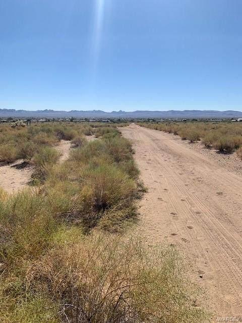 000 Earl Drive, Golden Valley, AZ 86413 (MLS #970539) :: The Lander Team