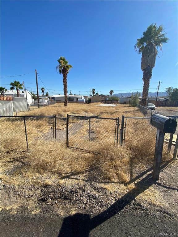 1899 Hualapai Circle, Bullhead, AZ 86442 (MLS #970945) :: The Lander Team