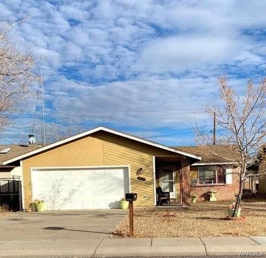 1823 Airfield Avenue, Kingman, AZ 86401 (MLS #977471) :: The Lander Team