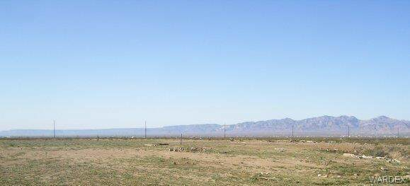 42 acres N Amado Road, Golden Valley, AZ 86413 (MLS #980375) :: The Lander Team