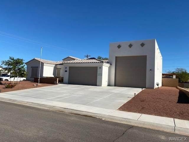 3756 Millar Drive, Bullhead, AZ 86442 (MLS #980868) :: The Lander Team