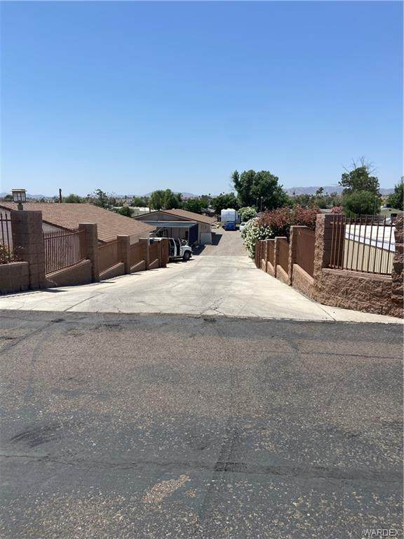 1336 E Dike Road, Mohave Valley, AZ 86440 (MLS #980914) :: AZ Properties Team | RE/MAX Preferred Professionals