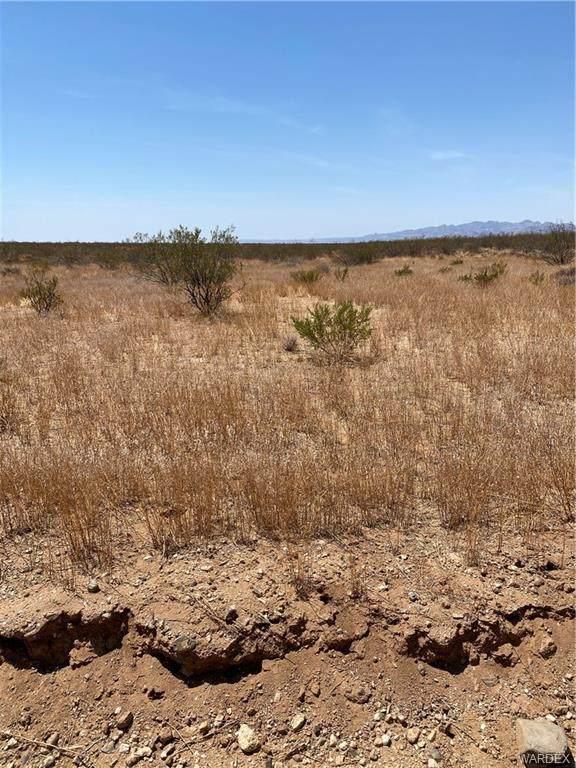 TBD Mesa Verde, Golden Valley, AZ 86413 (MLS #983824) :: The Lander Team