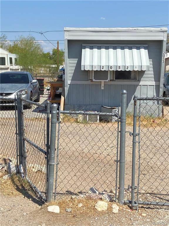 2052 Swan Circle, Bullhead, AZ 86442 (MLS #984534) :: AZ Properties Team   RE/MAX Preferred Professionals