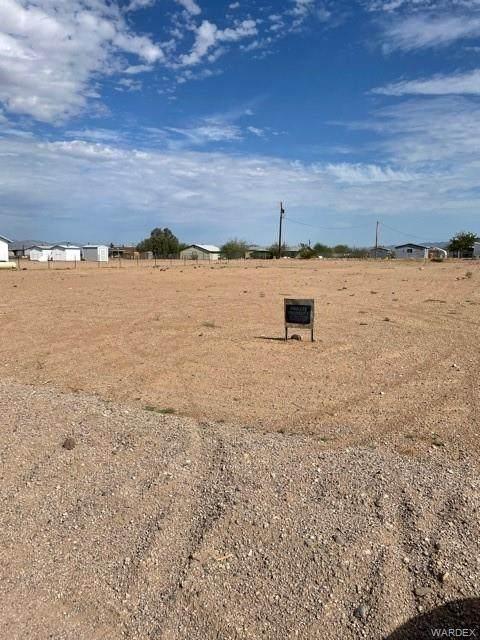 3393 W Carmichael Road, Golden Valley, AZ 86413 (MLS #985493) :: The Lander Team