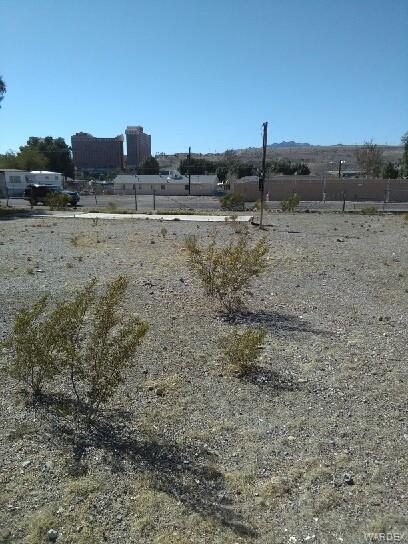 330 Long Avenue, Bullhead, AZ 86429 (MLS #941173) :: The Lander Team