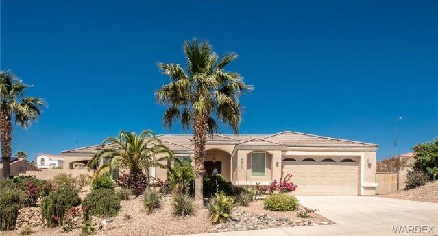 2901 Desert Vista Drive, Bullhead, AZ 86429 (MLS #957512) :: The Lander Team