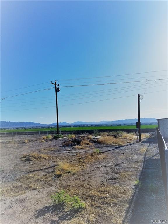8015 S Green Valley Road, Mohave Valley, AZ 86440 (MLS #958705) :: The Lander Team
