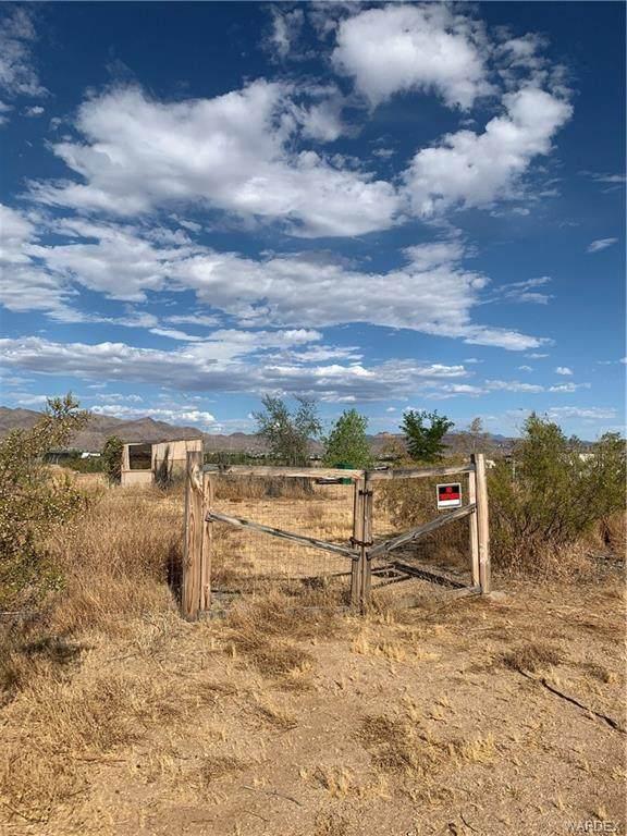000 N Mobile Road, Golden Valley, AZ 86413 (MLS #970472) :: The Lander Team