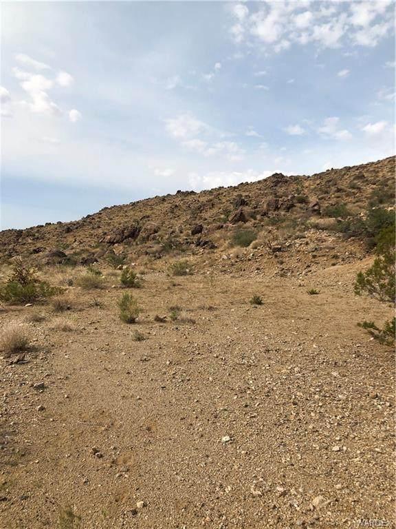 4090 N Quail Drive, Golden Valley, AZ 86413 (MLS #986071) :: The Lander Team