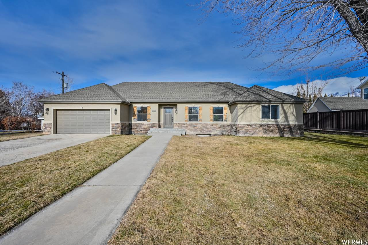4900 Country Club Dr - Photo 1