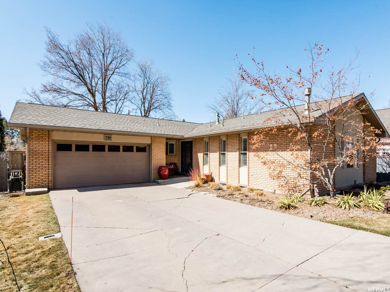 1789 Country Club Dr - Photo 1