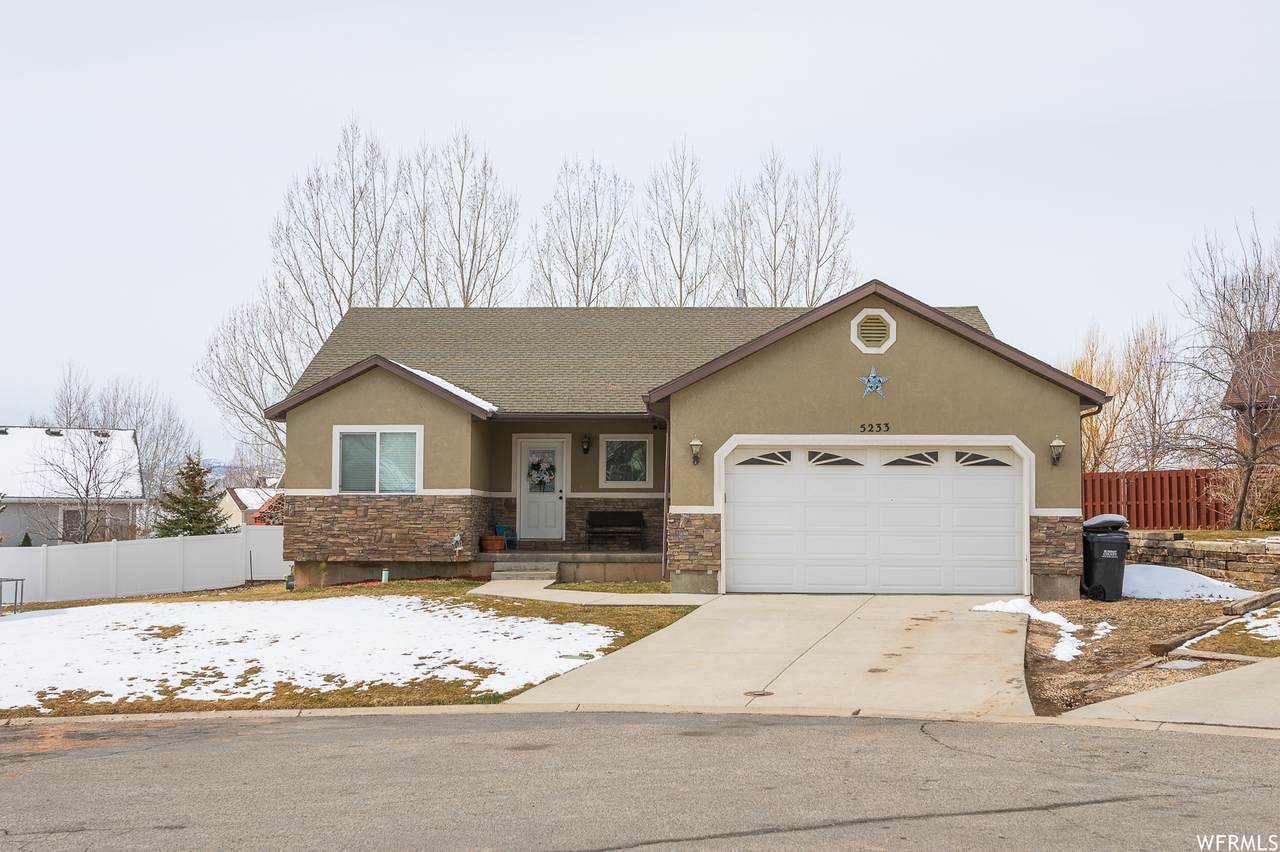 5233 Riata Cir - Photo 1