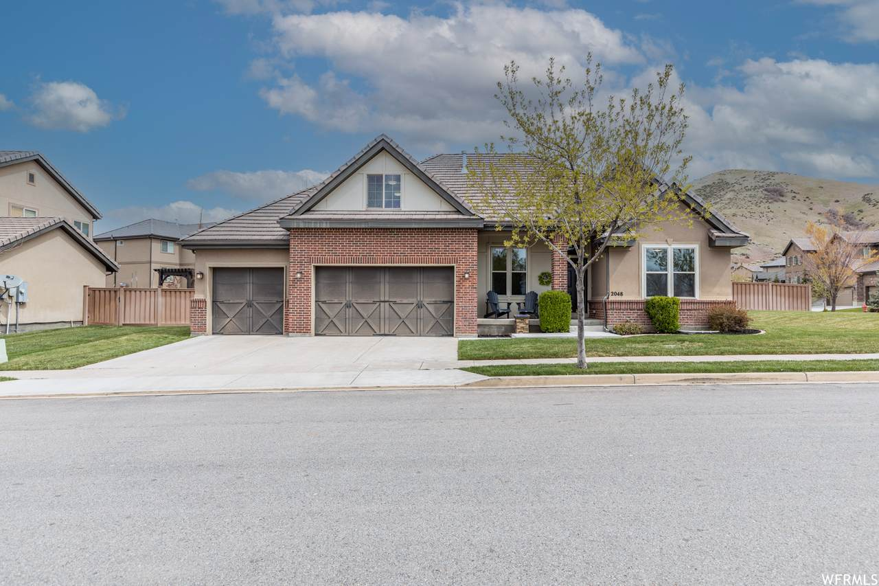 2048 Woodberry Dr - Photo 1