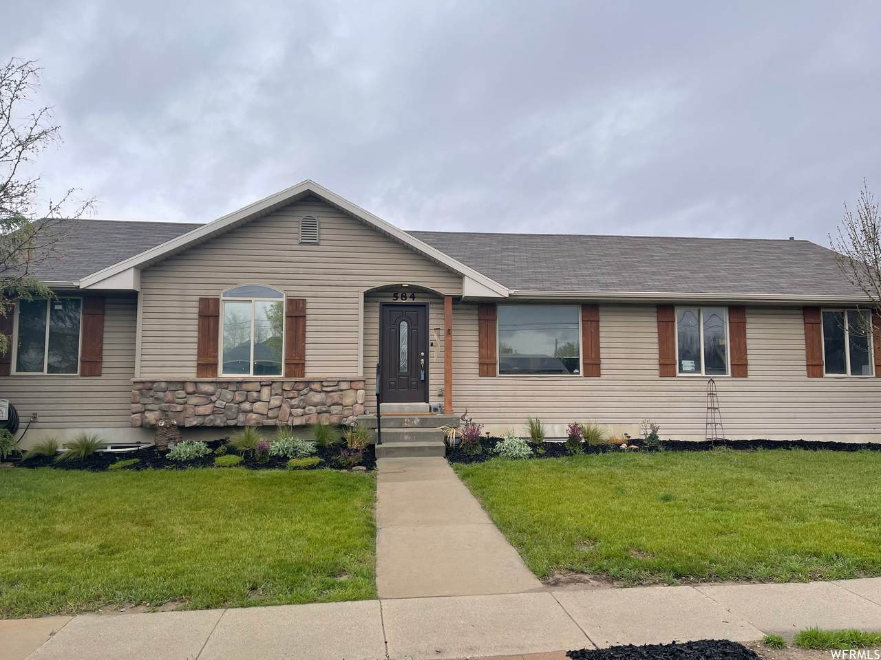 584 Winchester St - Photo 1