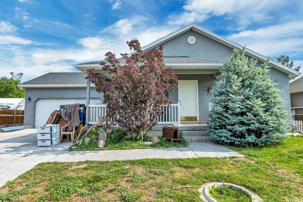2067 Easter Dr - Photo 1