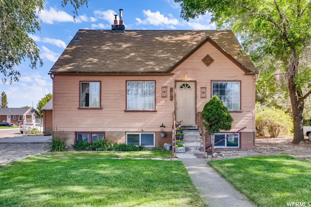 596 Utah Ave - Photo 1