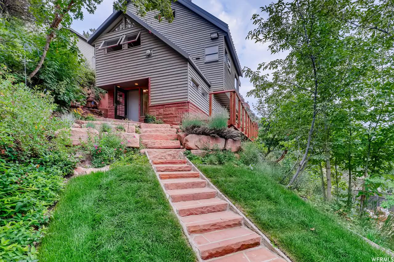 2052 Pinecrest Canyon Rd - Photo 1