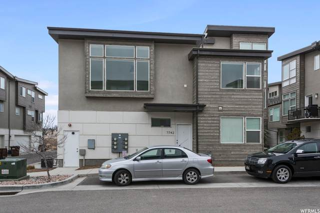 7742 S Rooftop Dr, Midvale, UT 84047 (#1732299) :: Colemere Realty Associates