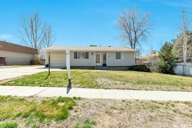 1064 E Larkspur Dr, Sandy, UT 84094 (#1733324) :: The Perry Group