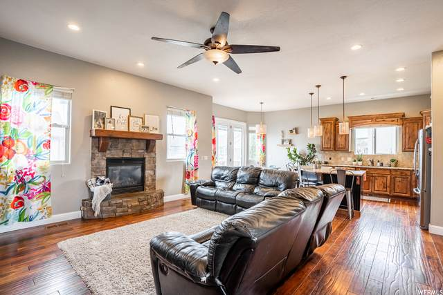 537 W Andrews Ln, Saratoga Springs, UT 84045 (#1735822) :: The Perry Group