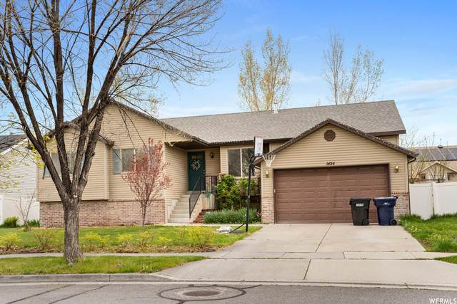 1424 W 2300 S, Woods Cross, UT 84087 (#1738580) :: McKay Realty