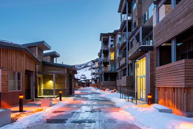 2752 High Mountain Rd #402, Park City, UT 84098 (MLS #1739105) :: High Country Properties