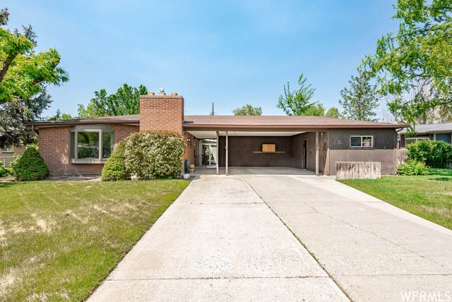 2073 E La Cresta Dr S, Cottonwood Heights, UT 84121 (#1743627) :: Utah Best Real Estate Team | Century 21 Everest