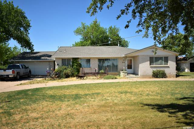 7010 W 5500 S, Hooper, UT 84315 (#1746854) :: Doxey Real Estate Group