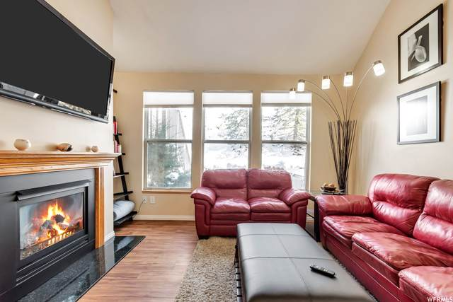 8195 S Wasatch Grove Ln, Cottonwood Heights, UT 84121 (#1756707) :: Utah Real Estate