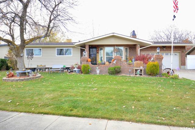 4505 S 2300 W, Roy, UT 84067 (#1756841) :: Doxey Real Estate Group
