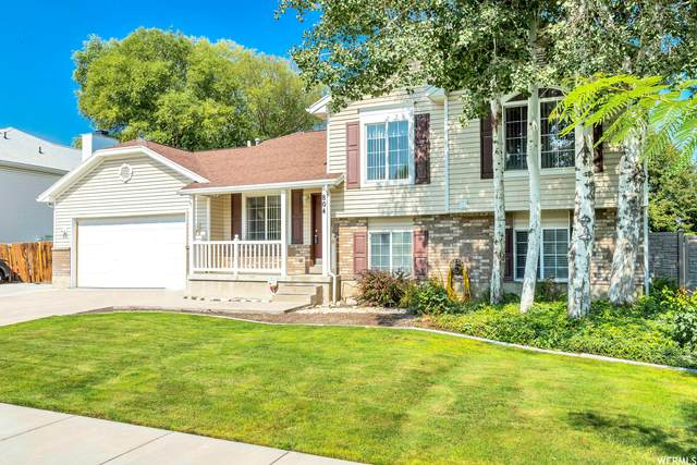 804 Country Clb, Tooele, UT 84074 (#1759698) :: goBE Realty